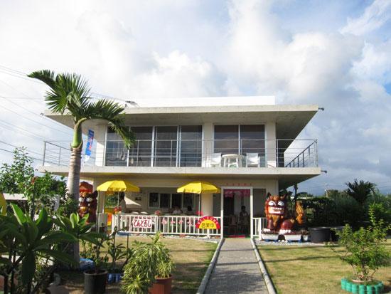 【宮古島】ひろーい庭に囲まれた風通しのいいカフェ「てんとむし」
