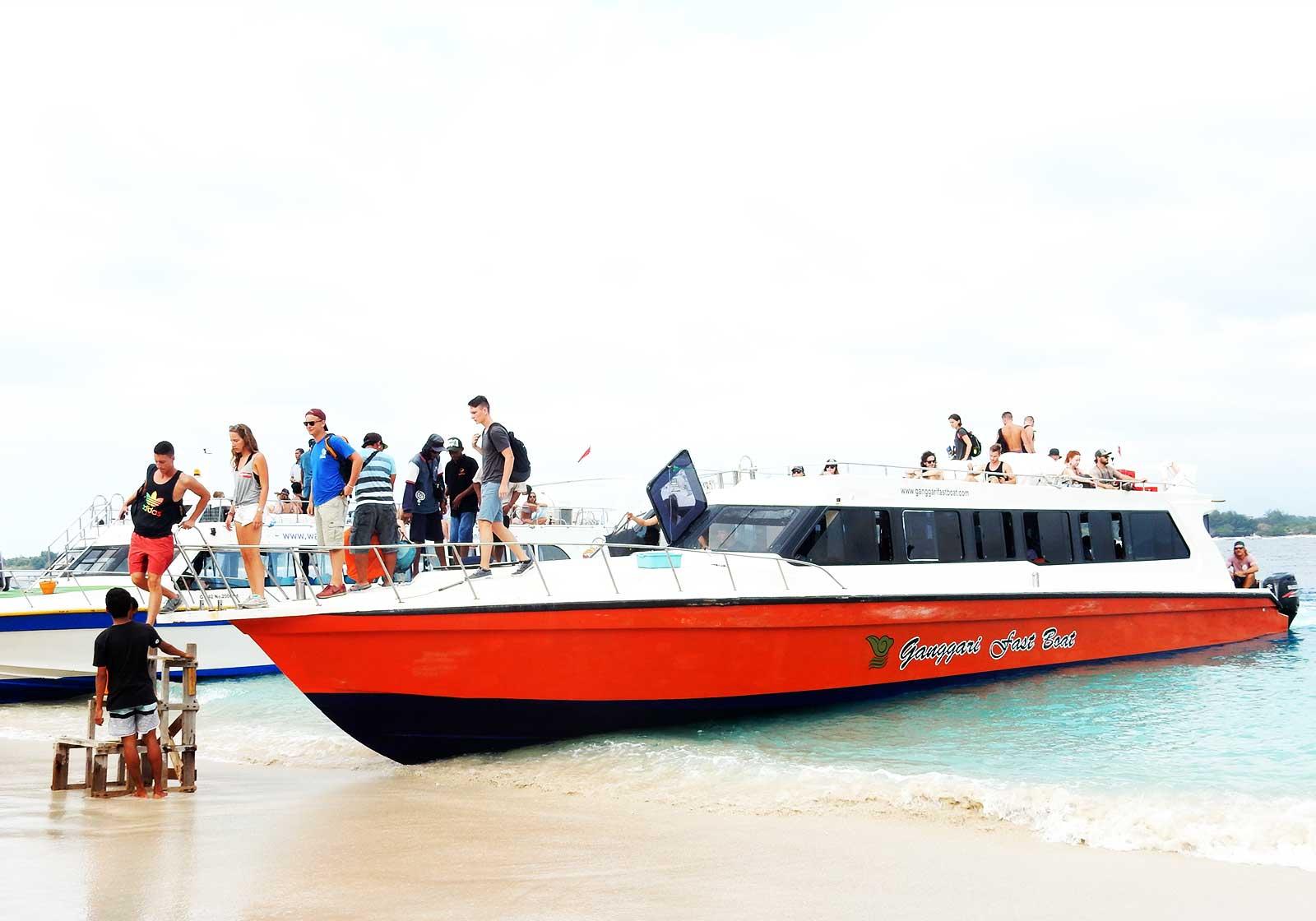ギリ島スピードボート