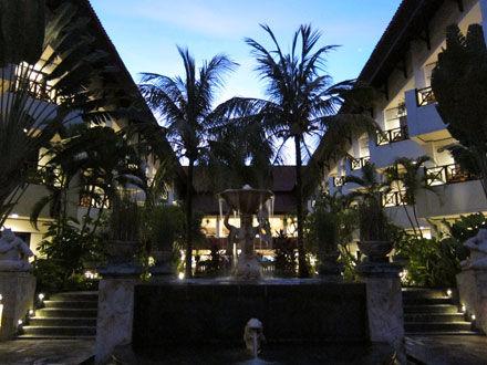 バリ島ホテル: 泊ってきました!クラブミラージュのデラックスルーム@ベノア(お部屋紹介)