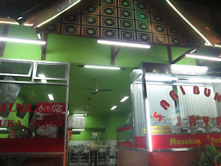安かったし美味しかった!パダン料理のサリ・ブンド・ジャヤ(Sari Bundo Jaya)