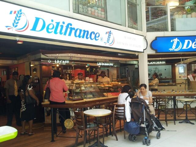【スリランカ】コロンボ・オデール内のカフェ