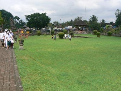 タマンアユン寺院 (Taman Ayun Temple)