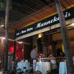 バリ島グルメ: ベルギー料理『マネピケス』で白ビールとエスカルゴ