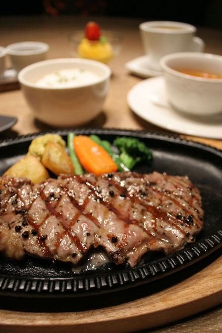バリ島グルメ:クマンギの熱々ステーキ