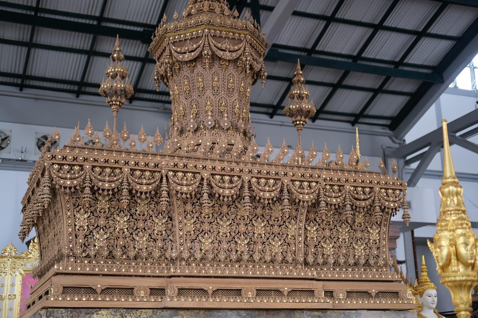 木彫りの棺