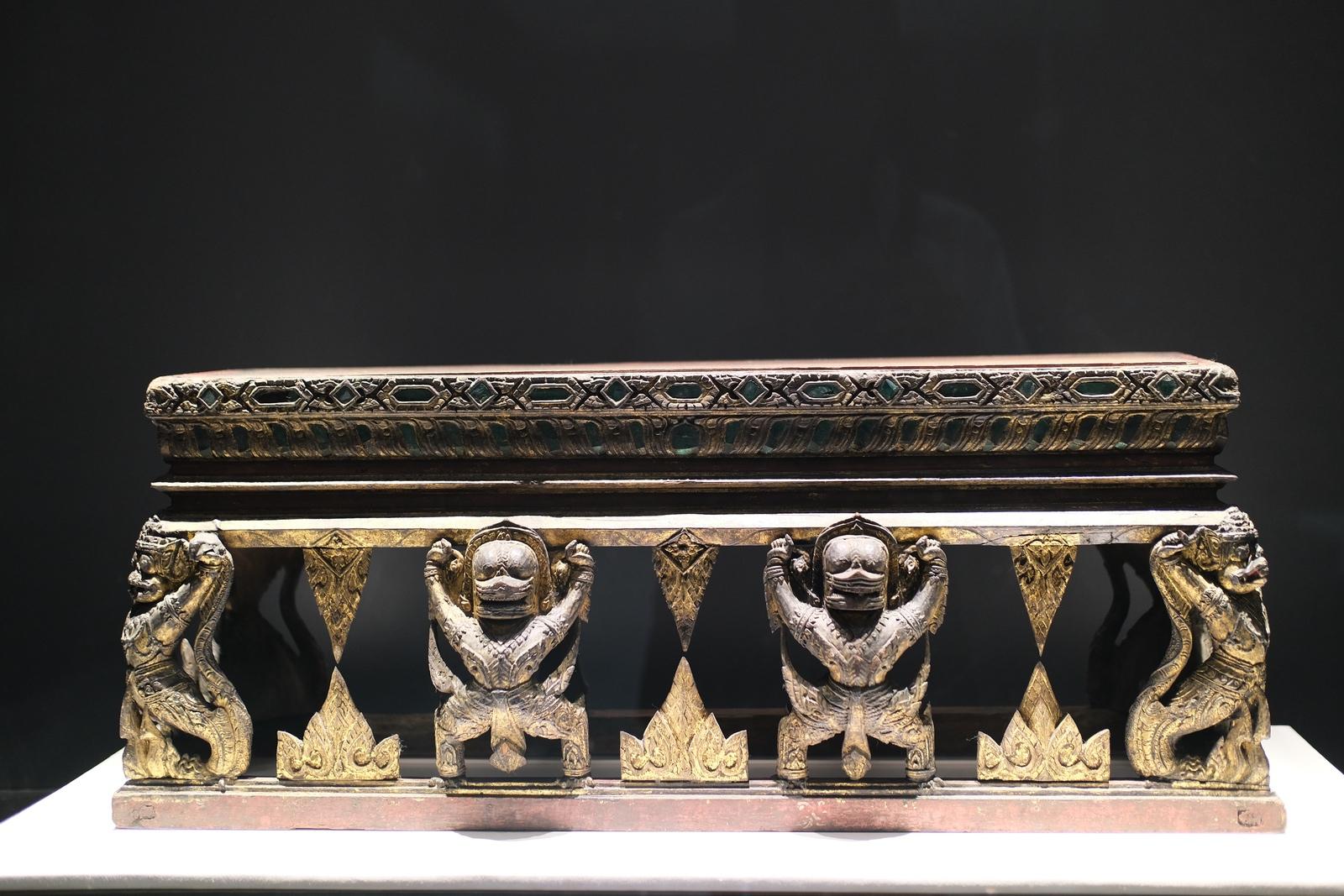 アユタヤ美術の家具