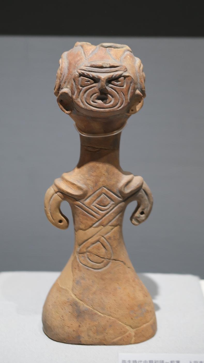 土偶形容器(骨壺)