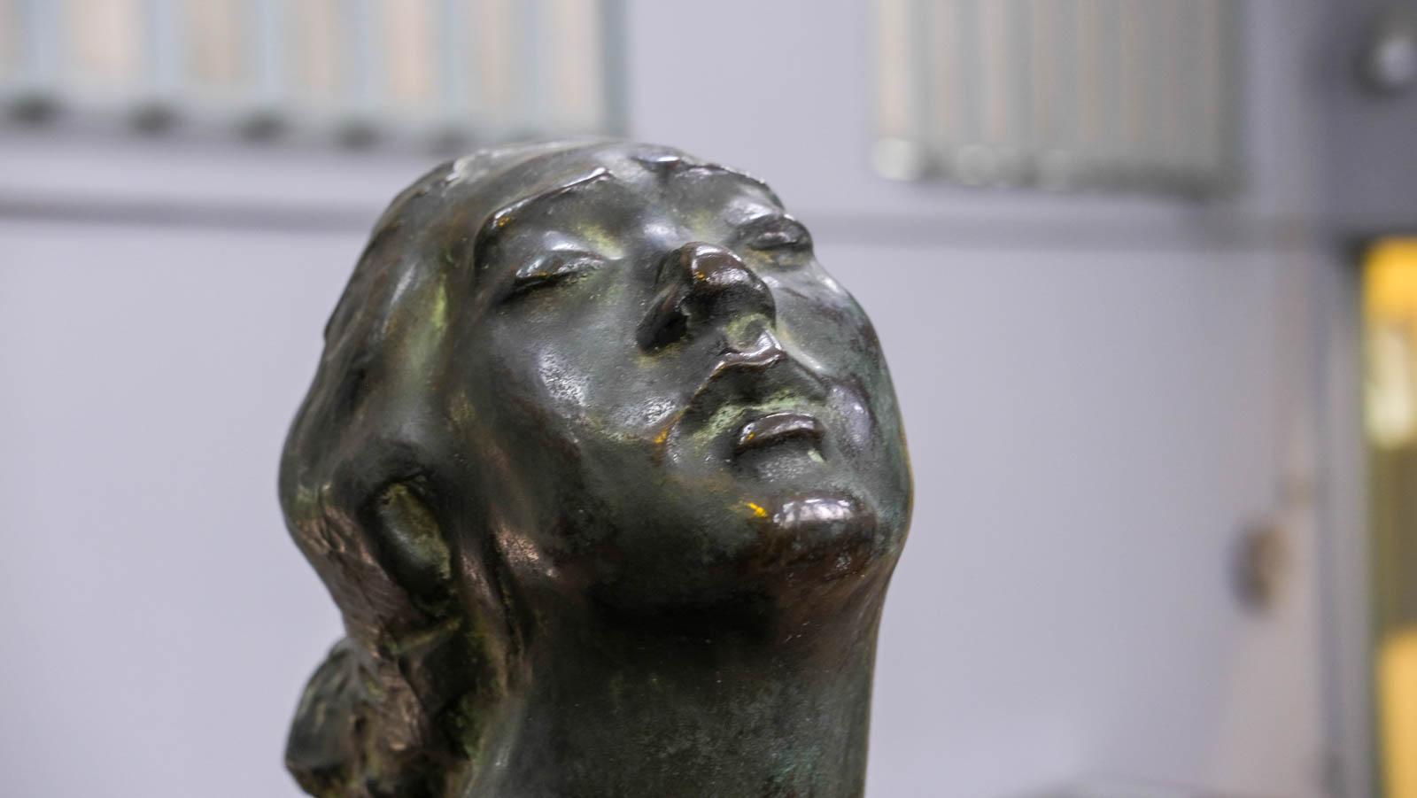 《女》1910年 表情
