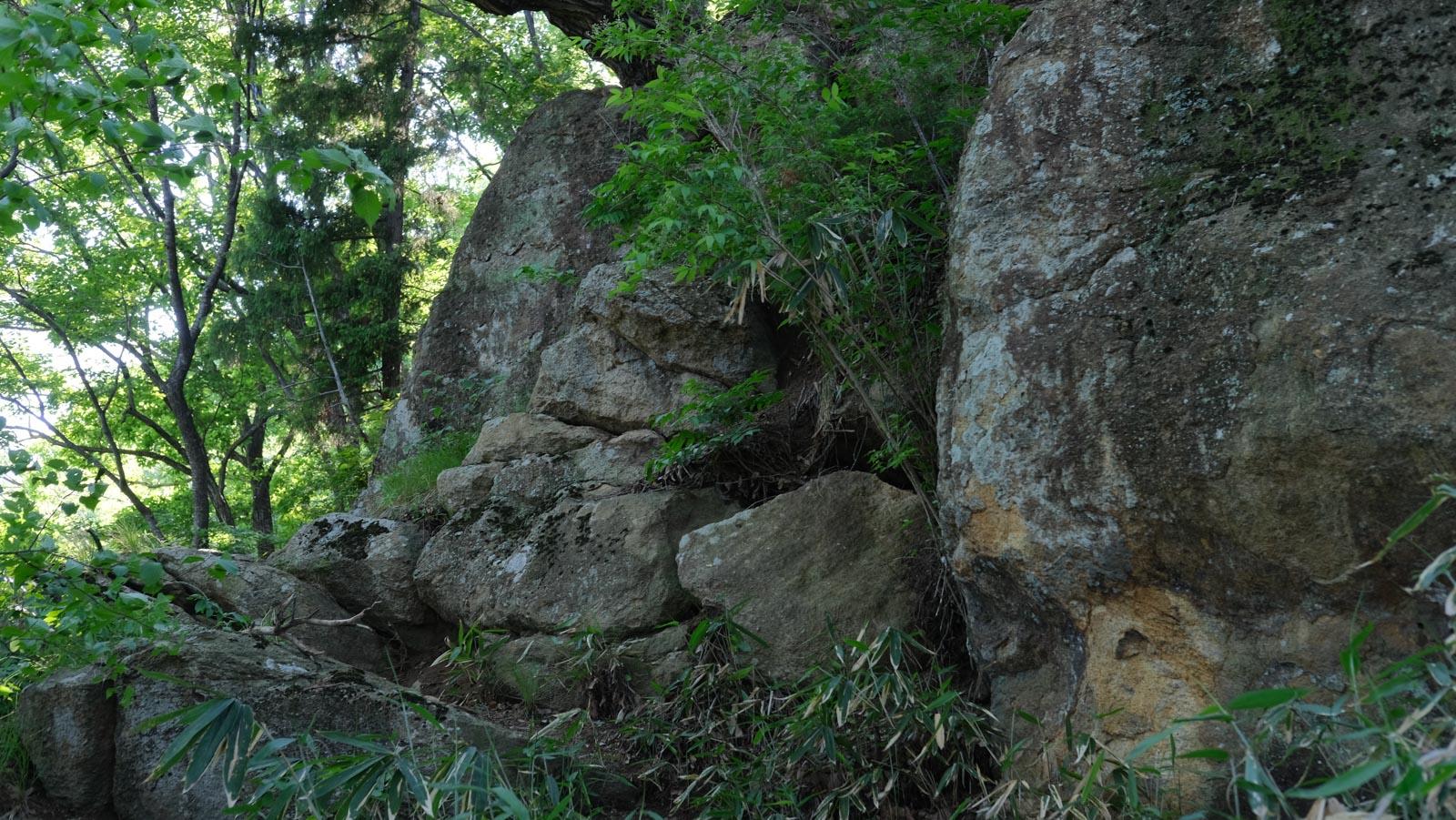 大きな岩がゴロゴロ