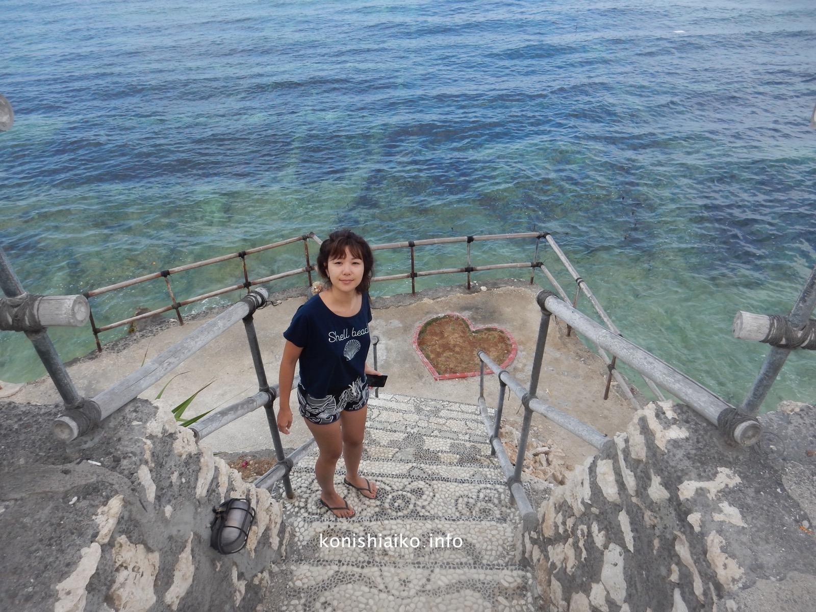 プール前にある階段から海に降りれるよ