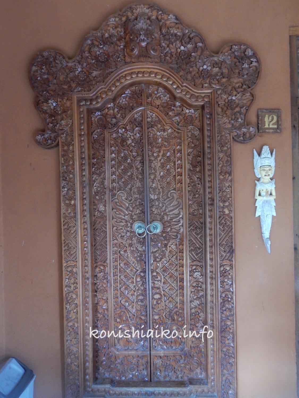 バリ彫刻の扉