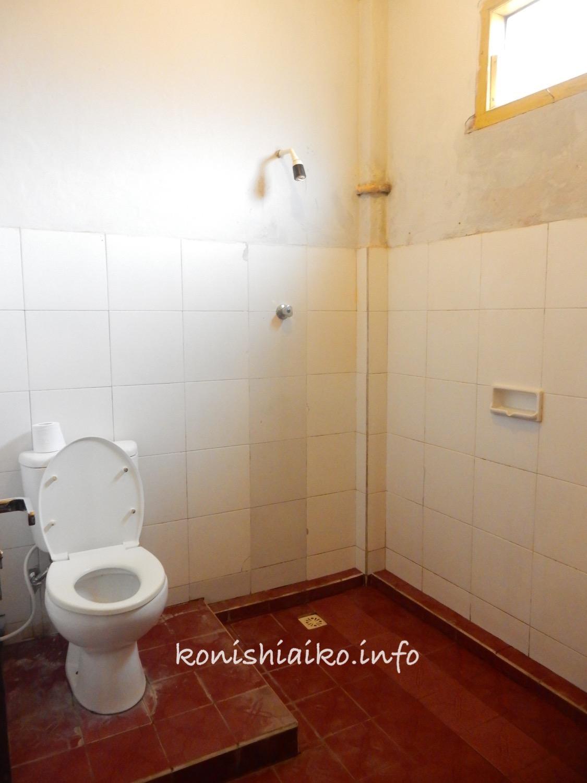 レンボンガン島宿のシャワー