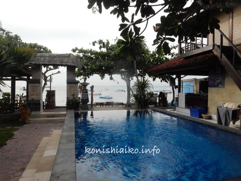 レンボンガン島バンガローのプール