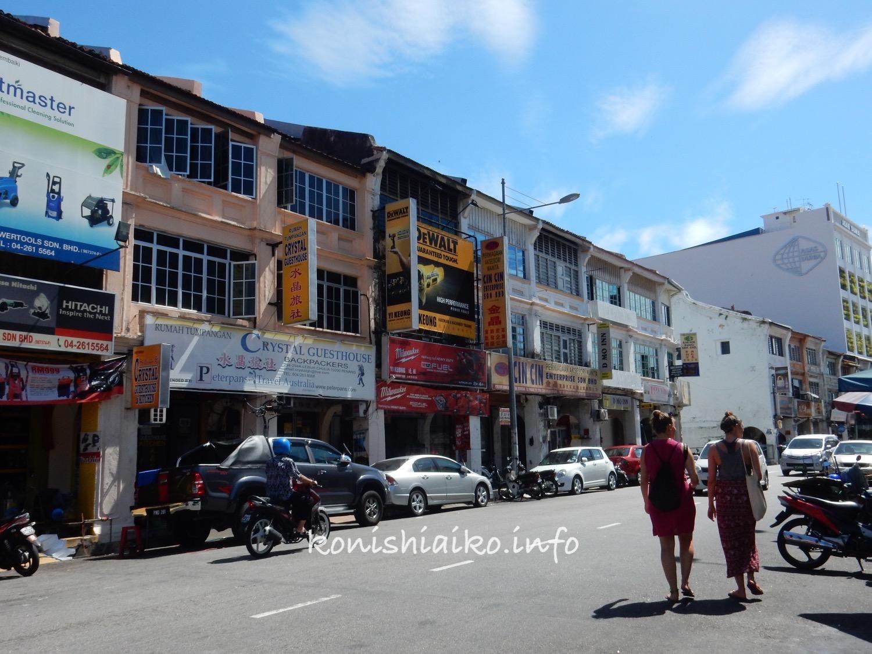 チュリア通りは小さなお店が集まってわいわいゴミゴミした雰囲気