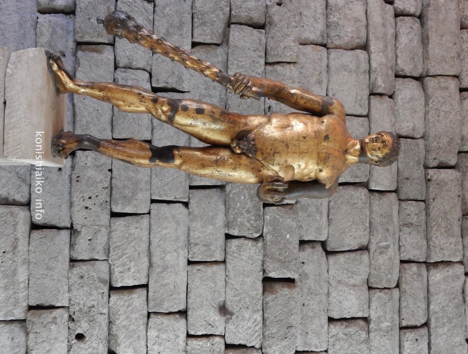 金箔のヘラクレス像