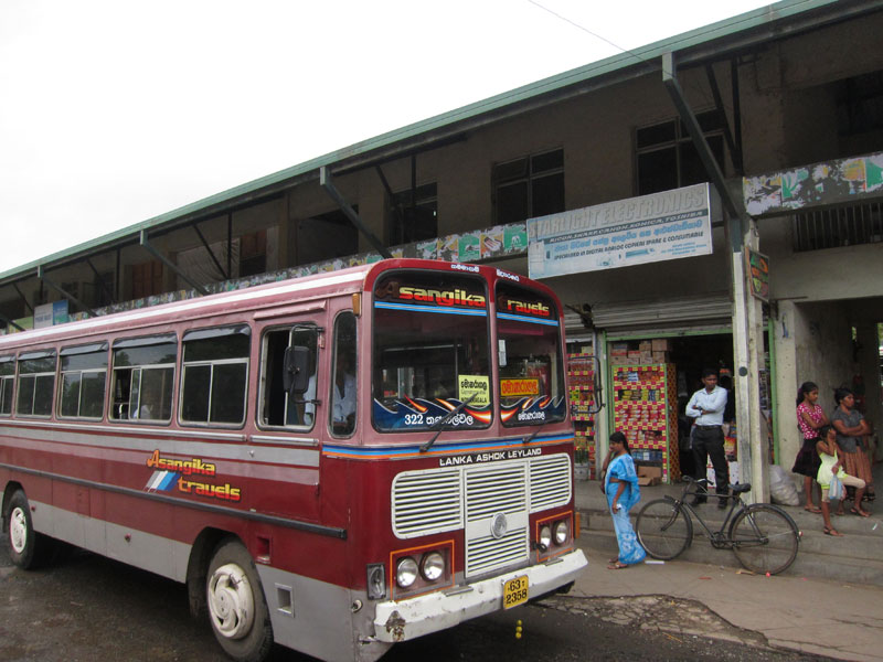 【スリランカ】ヌワラエリアからヒッカドゥアへバス移動 9時間orm