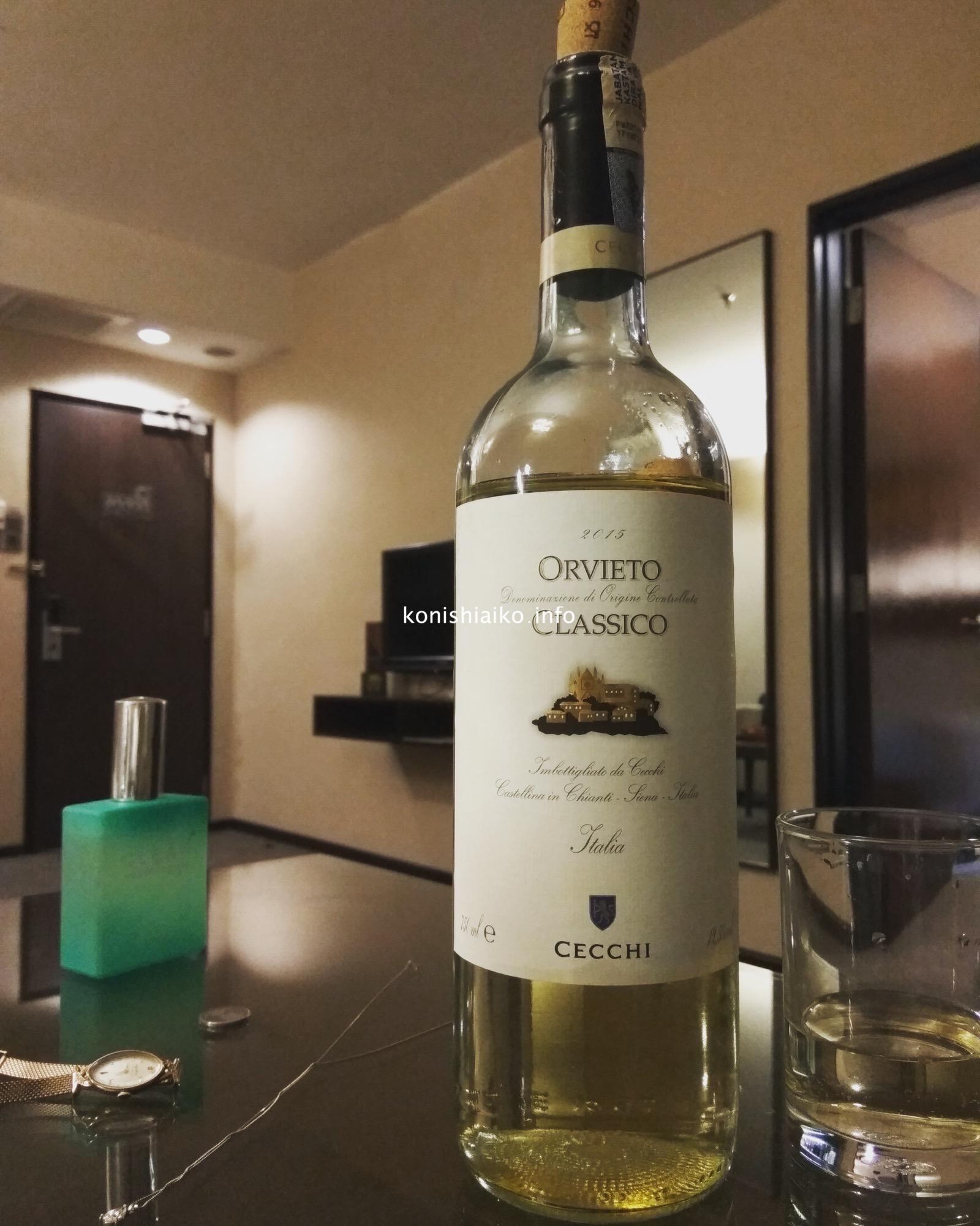 冷蔵庫があるから白ワインも冷やせる