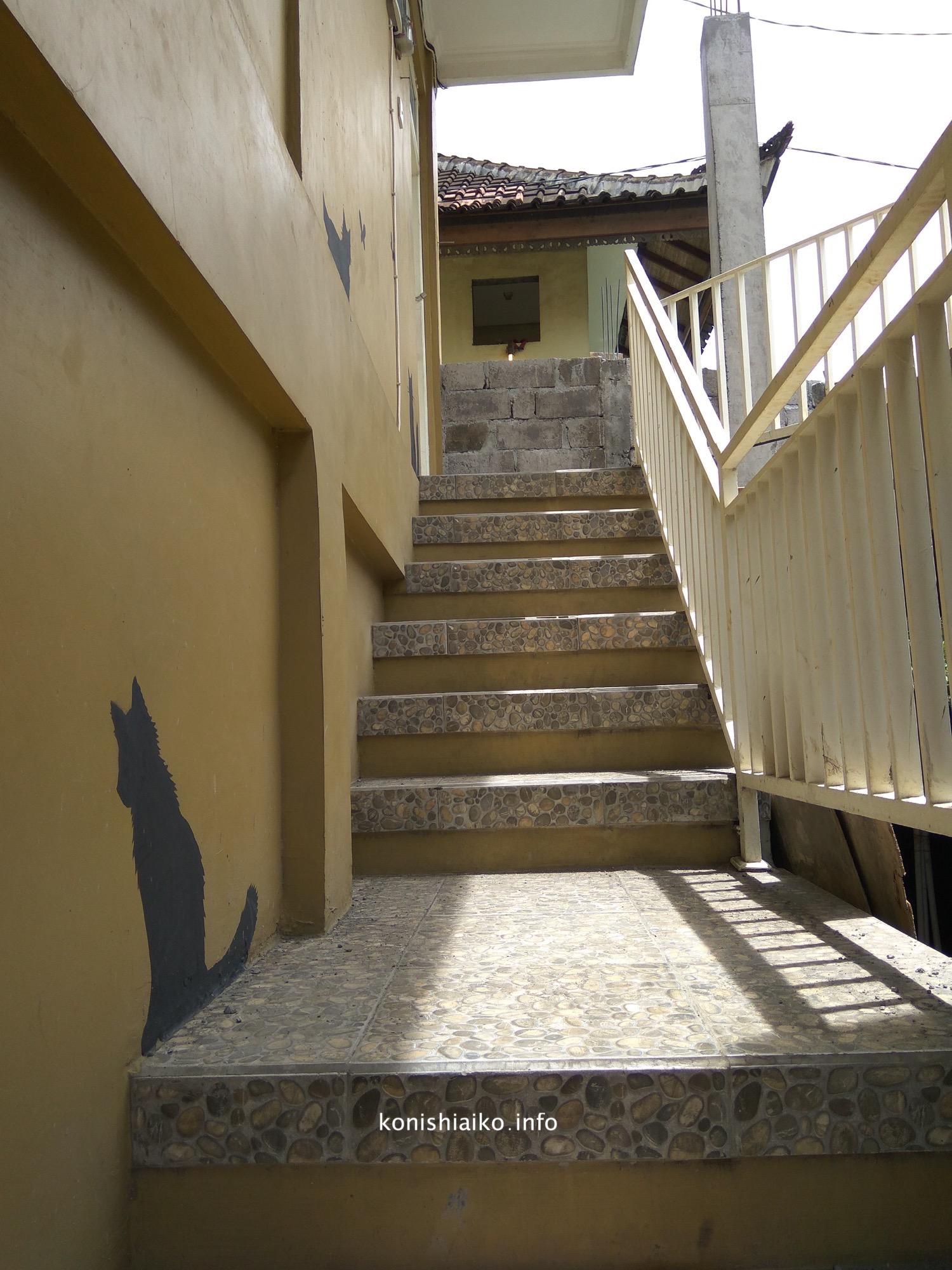 猫カフェの外階段