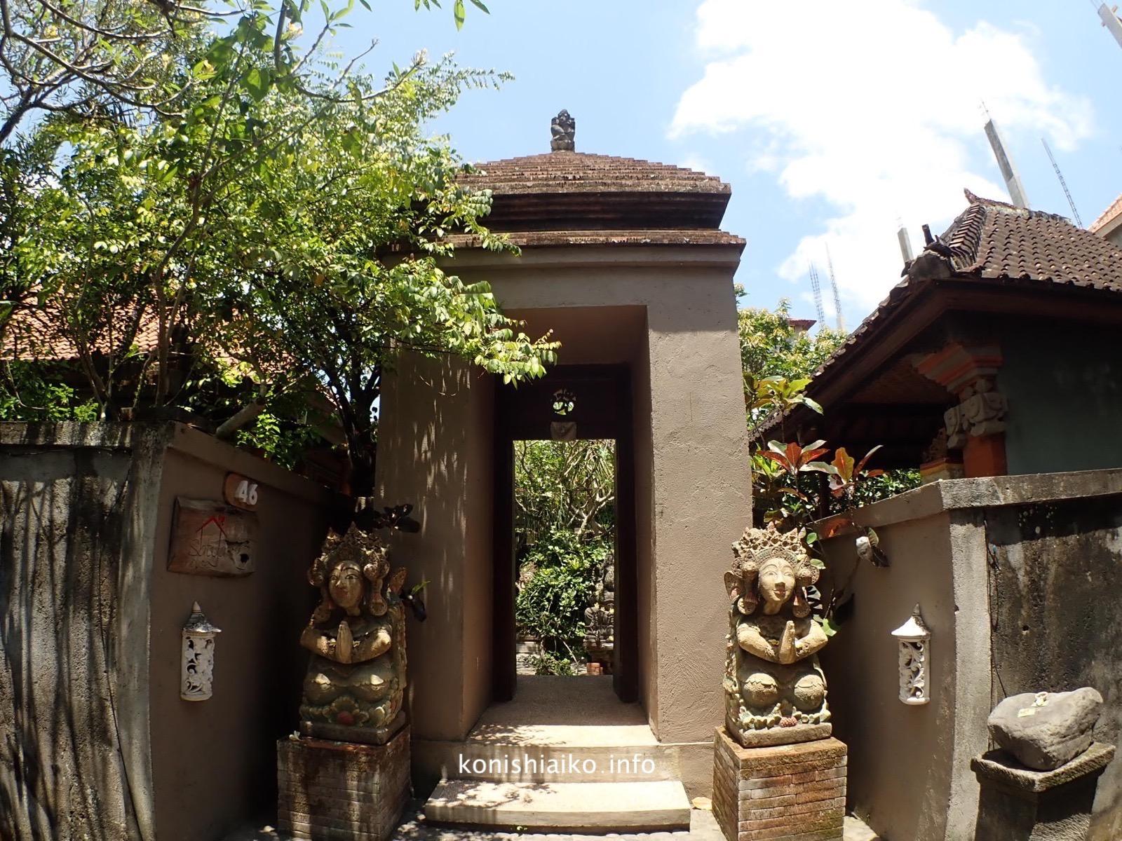 Satya house入り口