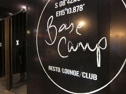 バリ島クラブ: レストラン&ラウンジ&クラブのBASE CAMP