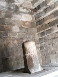 寺院内のリンガ