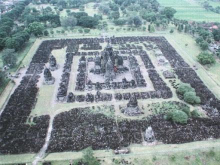 プランバナン寺院全景