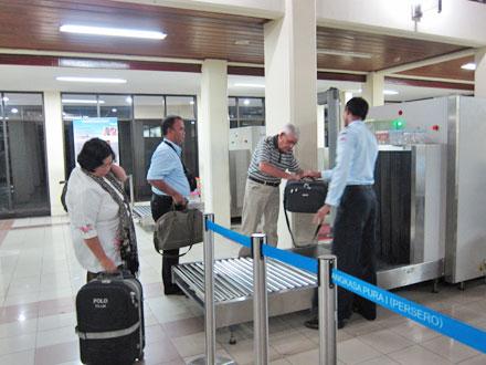 バリ島手荷物検査