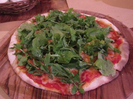バリ島トラットリアのピザ