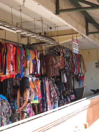 クンバサリ市場露店