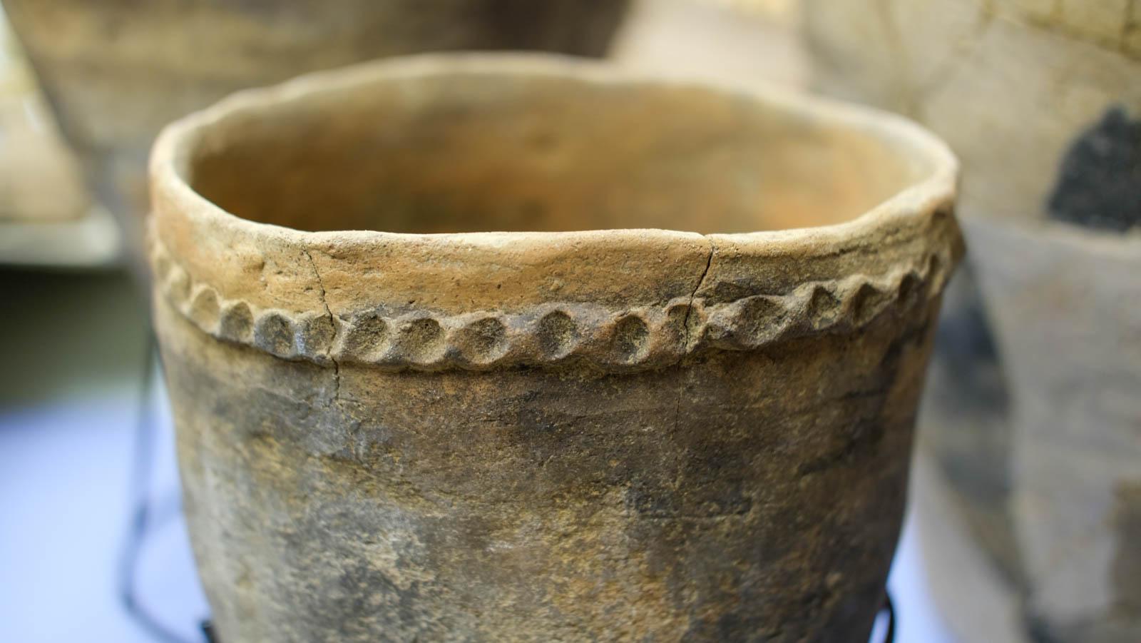 縄目模様の縄文土器