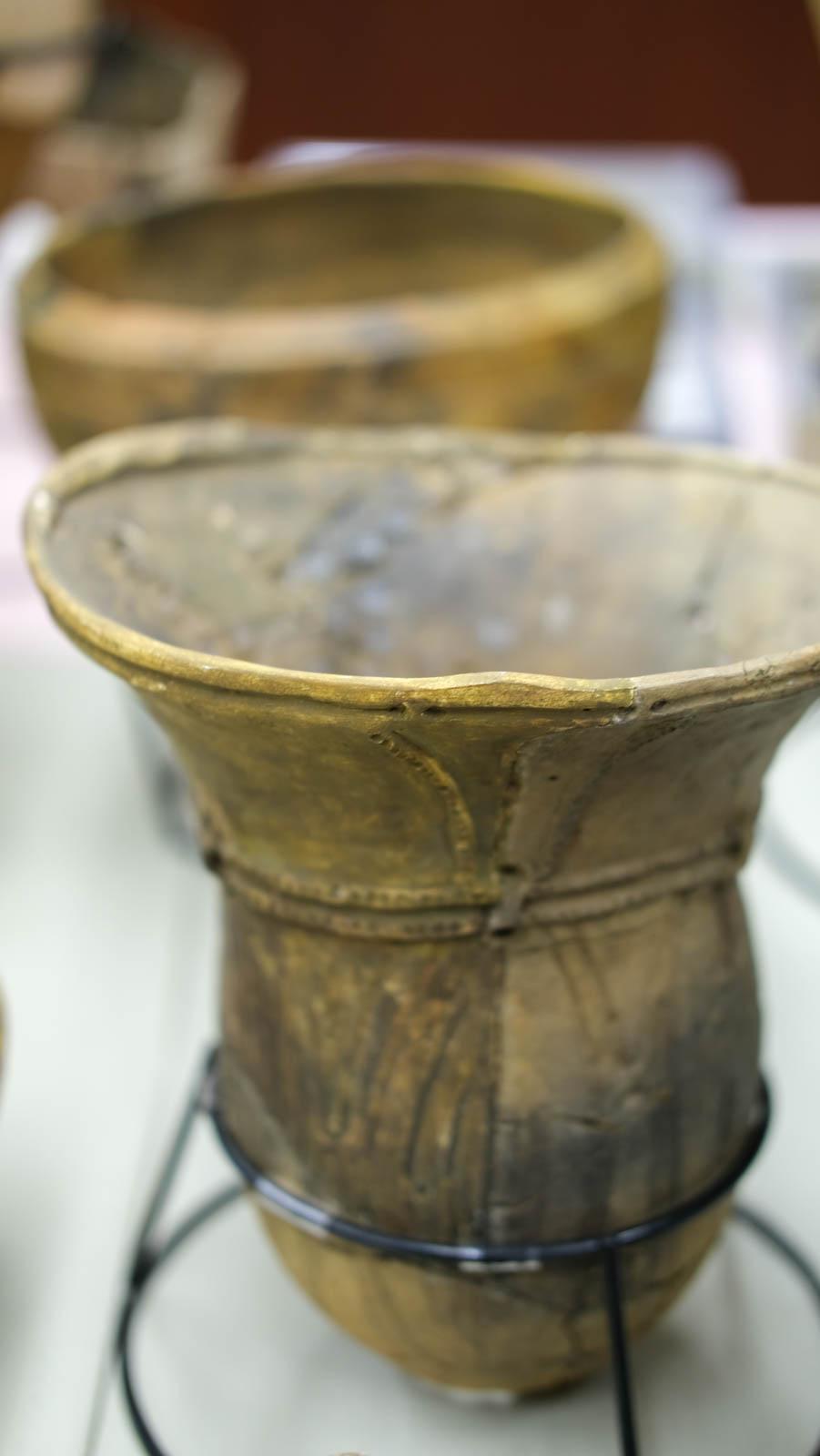 縁取りが美しいシンプルな縄文土器