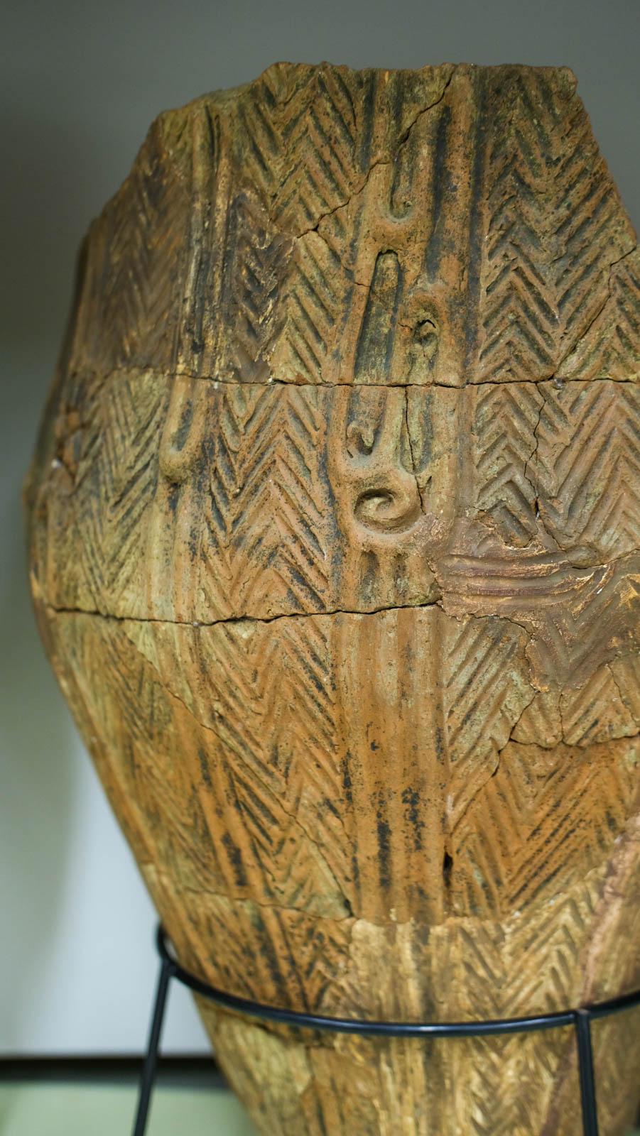 複雑なデザインの縄文土器